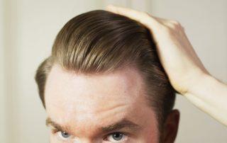 Haarstyling Routine: Aufnahme der Frisur.